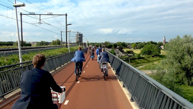 Biking the Arnhem-Nijmegen Cycle Superhighway