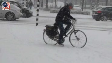 Cycling in the snow, Den Bosch (Netherlands)